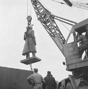 Statue of Sir Robert Borden being lowered into place on Parliament Hill, 1956.